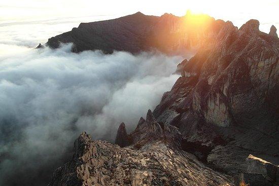 キナバル山を登る2D1Nパッケージ