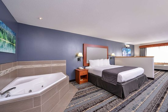 Best Western Newberg Inn: King Bed Guest Room with Jacuzzi®
