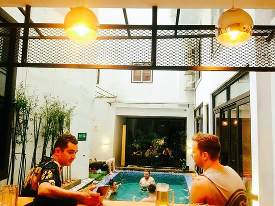 Hanoi Buffalo Hostel: swimming pool