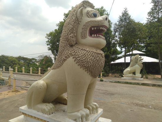 Explore around the battambang city center , it is very interesting of stuctures and it is look cleaned in city