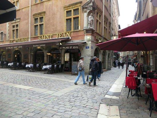 Rue Saint-Jean: Rue Saint Jean all'incrocio con la place Neuve Saint Jean
