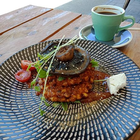 Backstreet Cafe: Vegetarian option of Corn Fritters  - delicious