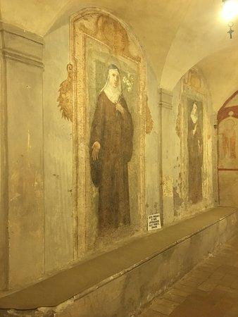 Cripta della Basilica con i suoi suggestivi affreschi