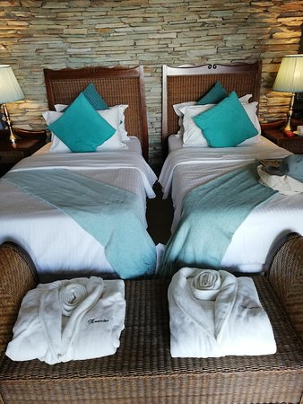 Beautiful spacious rooms at Meander Manor Elegant, clean and tastefully decorated