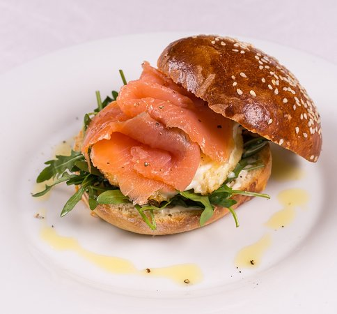 Brioche with seasem seeds, smoked salmon, egg, Aioli sauce and rucola