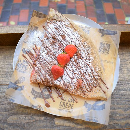 Crepeaffaire: Vegan Chocolate Strawberry & Dreams