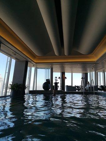 Shangri-La Hotel, At The Shard, London: The sky-pool.
