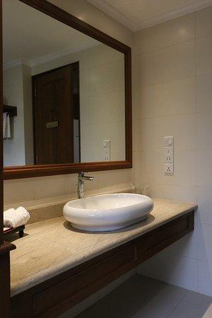 Room 6021 - Sink