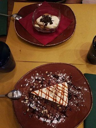 Mattonella di gelato con caramello e pinoli e Tiramisù