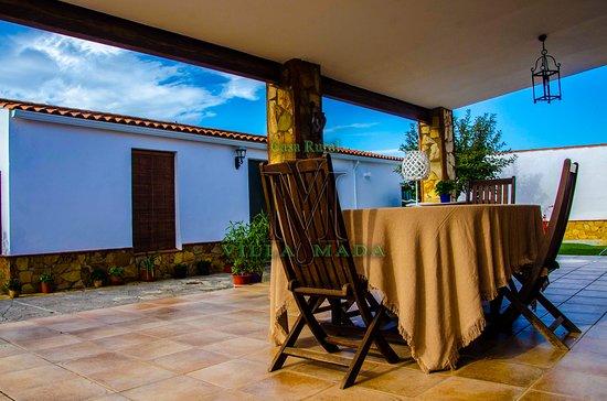 El Real de la Jara, Spanje: Las veladas en este porche son encantadoras.