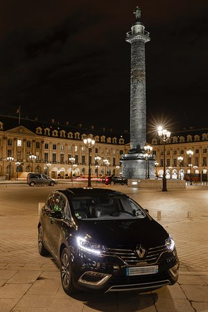 paris by night  tour  Vendôme place  contact direct +33638410233  contact@frenchcabparis.fr