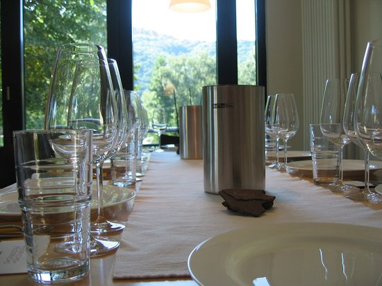 Nehren, Alemania: Vinothek table for tasting