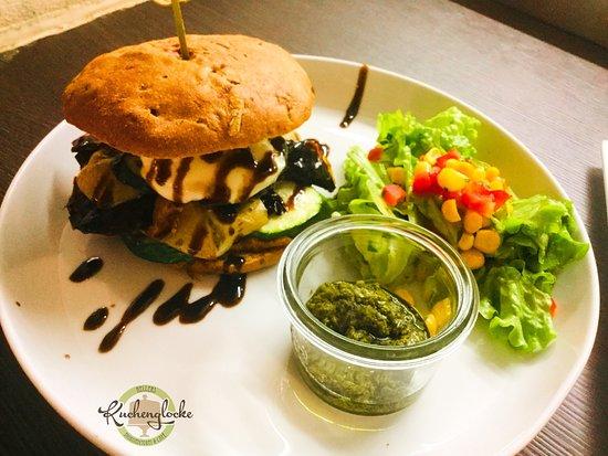 Hellers Kuchenglocke: Heiße Brotzeit mit mediterranen Gemüse