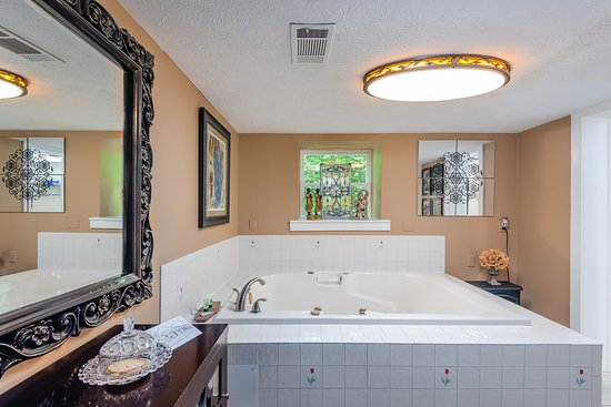 Garden Suite Jacuzzi for Two.