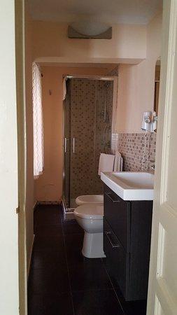 Kicsi, de jó és tiszta fürdőszoba