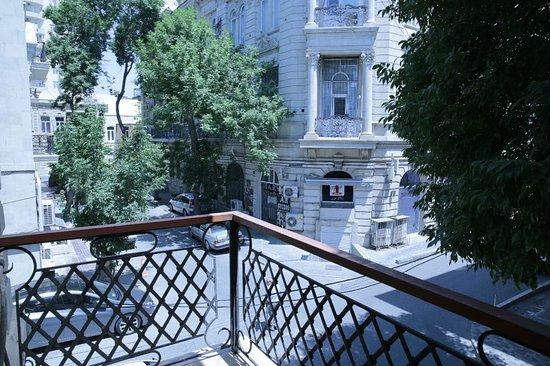 KAHA Hostel & Hotel: Balcony