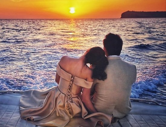 Santorini Yacht Cruises: Watch the beautiful sunset on board M/Y Angelina and M/Y Alexandra.
