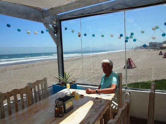 Pizzeria Santorini: direkt am Meer / Strand