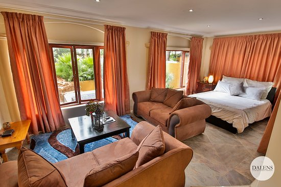 Dalen's: Dalens Self Catering Apartments six lounge and bedroom