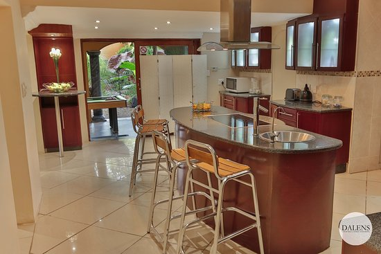 Dalen's: Dalens Self Catering Apartments six kitchin