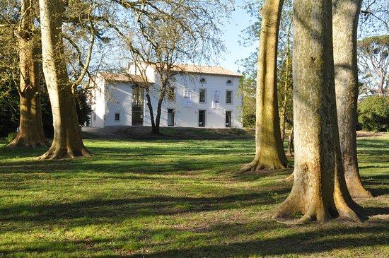Bram, France: Les Essar[t]s, Espace Arts et Cultures