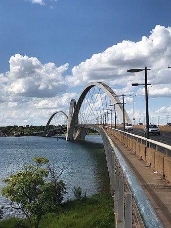 Ponte JK - área de passagem de pedestres