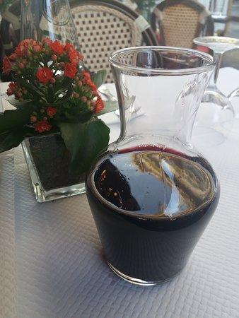 Niza, Francia: pichet du vin,restaurant rina nice.