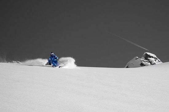 Des sessions hors-piste inoubliables. Sorties ski hors piste sur le Grand Massif ou les Portes du Soleil.  Venez vivre l'expérience ou vous former avec nous afin de rendre vos sorties exceptionnelles !