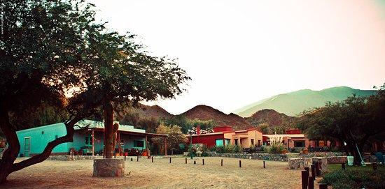 Miraluna Cabañas: Vista general complejo de arriba, 6 cabañas con parque y pileta.