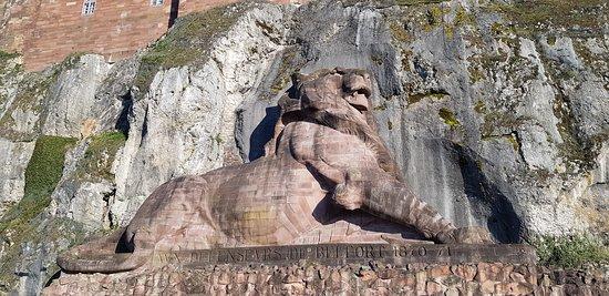 Belfort Citadel & The Lion of Belfort: Différentes vues progressivement près de la citadelle et du Lion. Points de vues et terrasse du Lion.