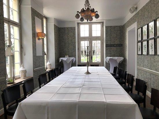 Restaurant Schönbusch: Nettes Ambiente passend zur Umgebung in diesem historischen Gebäude
