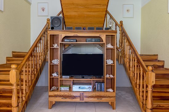 mahogany stair to up stairs bedroom