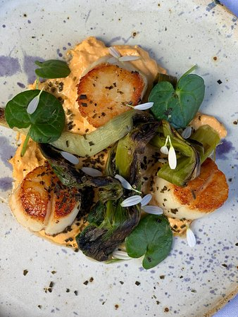 Sarsens Restaurant: Scallops with a roe emulsion, charred sea leeks and scurvy grass