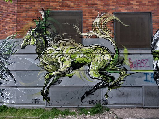 "‪Fresque ""Cheval sauvage""‬"