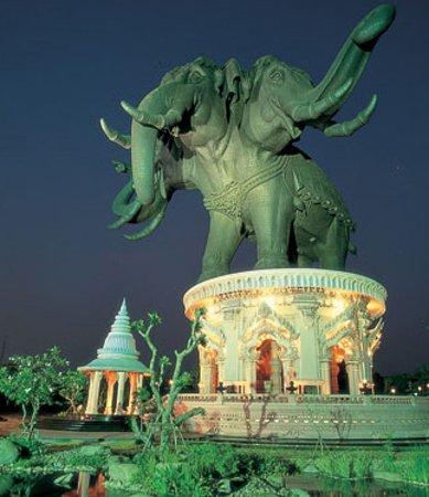 Провинция Самутпракан, Таиланд: ช้างสามเศียรเอราวัณ ควรมาท่องเที่ยวด้านในตัวช้างมีประติมากรรมสวรงามอีกด้วย จ.สมุทรปราการ