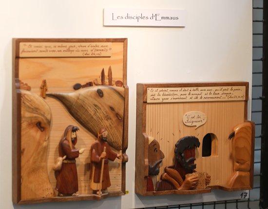 Collegiale Notre-Dame de Dole: Chemin de vie – Scènes de l'évangile en bois sculpté de différentes essences par Gérard Rougemont (Moirans en Montagne)