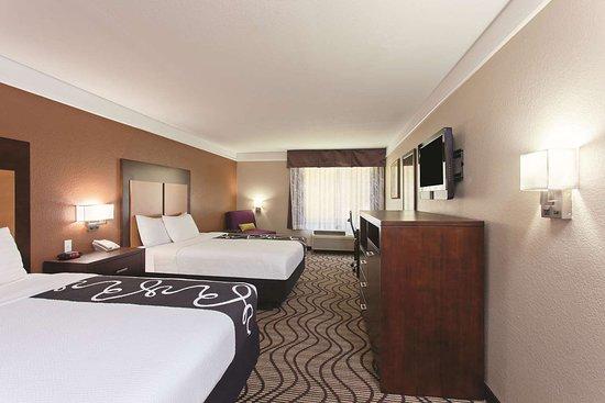 La Quinta Inn & Suites by Wyndham Hesperia Victorville: Guest room