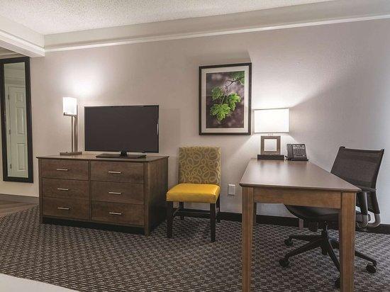la quinta inn suites by wyndham alexandria airport updated 2019 rh tripadvisor com