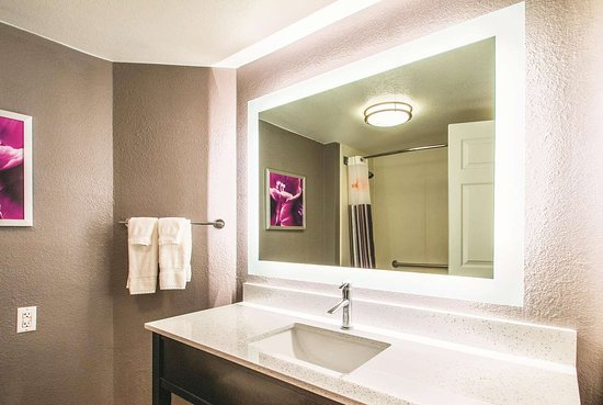La Quinta Inn & Suites by Wyndham Orem University Parkway : Guest room
