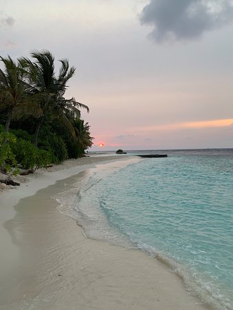 Lily Beach Resort & Spa: Sunset at the Beach