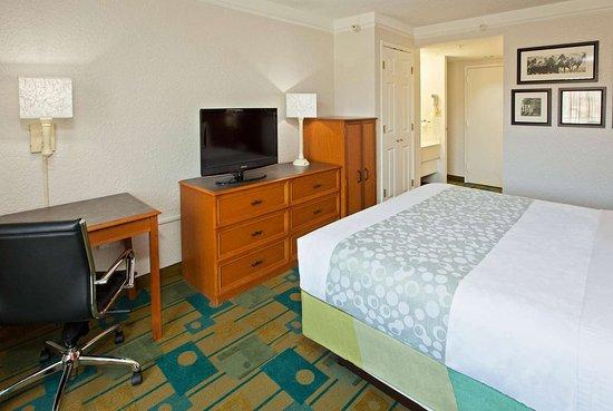 La Quinta Inn & Suites by Wyndham Nashville Airport/Opryland : Guest room
