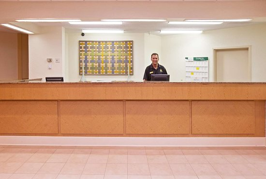 La Quinta Inn & Suites by Wyndham Nashville Airport/Opryland : Lobby