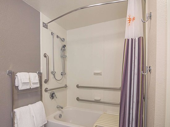 La Quinta Inn & Suites by Wyndham Oklahoma City - NW Expwy: Guest room