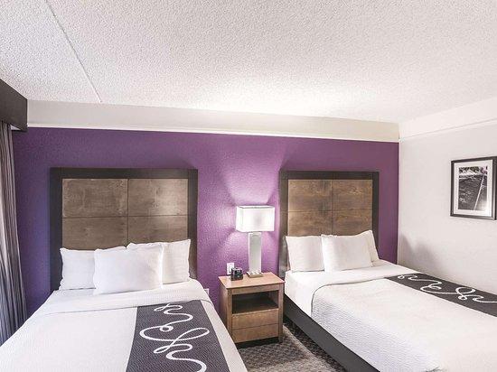 La Quinta Inn & Suites by Wyndham Flagstaff: Guest room