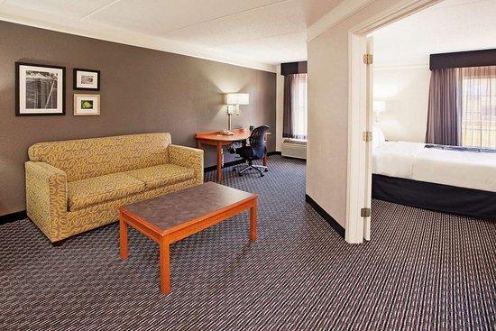 La Quinta Inn & Suites by Wyndham Macon: Suite