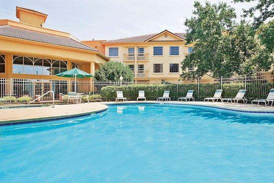 La Quinta Inn & Suites by Wyndham Macon: Pool