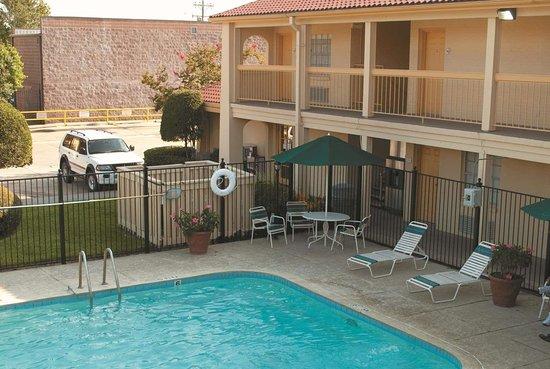 La Quinta Inn by Wyndham Lafayette North: Pool