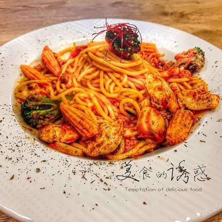剝皮辣椒紅醬雞肉義大利麵