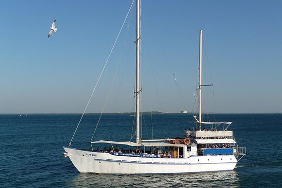 Darwin Sunset Dinner Cruise en Cape Adieu: Darwin Sunset Dinner Cruise Aboard a Traditional Ketch