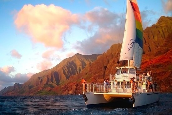 Sunset Dinner Cruise Off the Na Pali...
